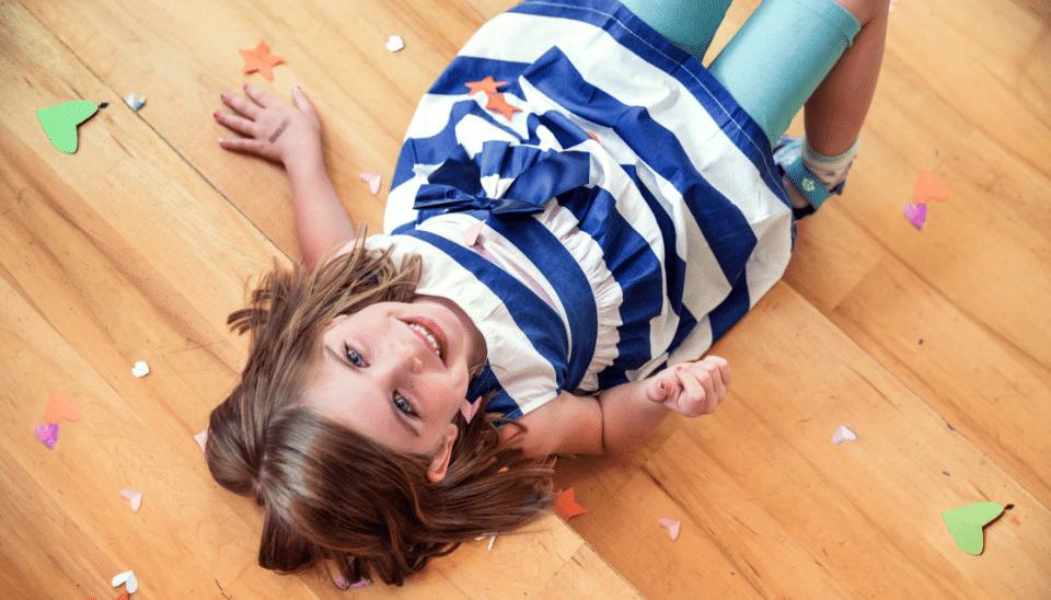 child-cute-floor@2x